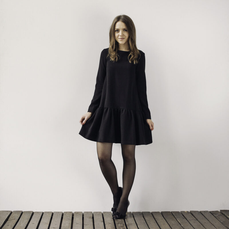 Sukienka z falbaną, długim rękawem, projektant mody, szyte w Polsce, moda odpowiedzialna