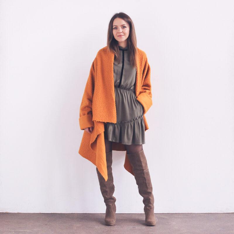 polska moda, polski projektant, płaszcz na co dzień, płaszcz na jesień, sukienka z falbaną, ubrania na jesień, elegancka moda na co dzień