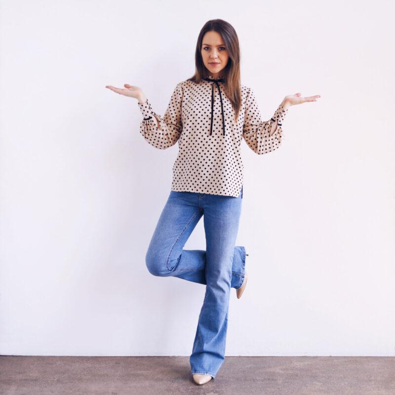 Elegancka bluzka w stylu lat 70. w kropki, groszki