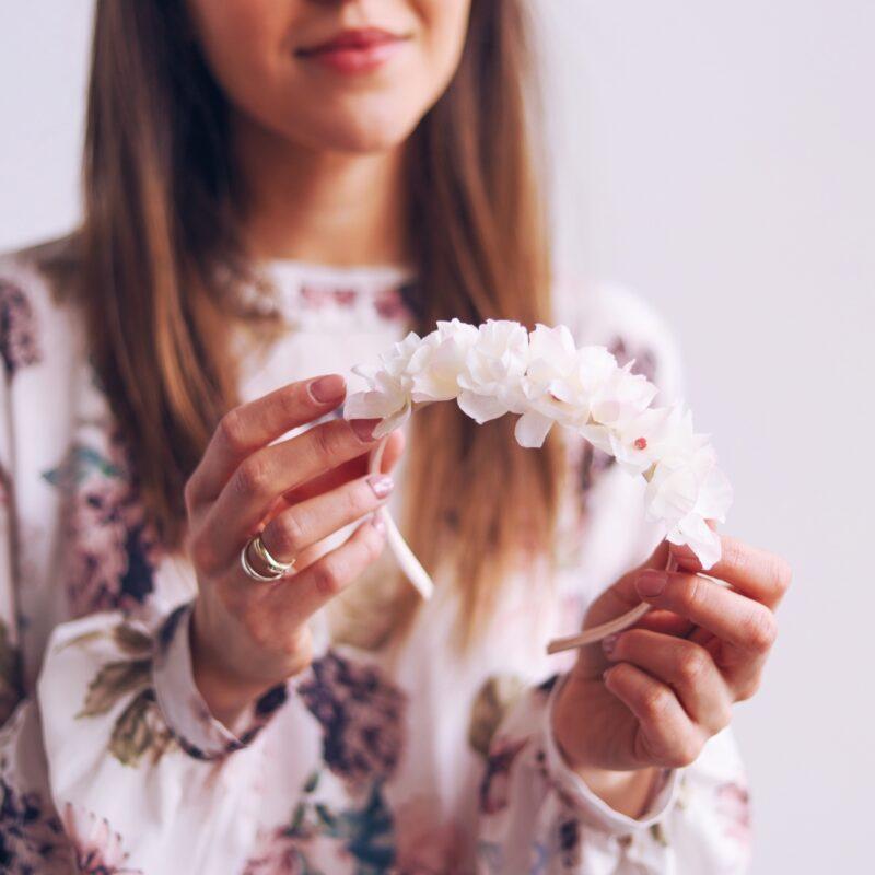 ślubna opaska do włosów ozdoba kwiaty we włosach